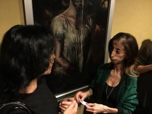 Eva Story and Lizzie Velasquez talk.
