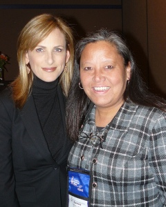 Marlee Matlin poses with a fan