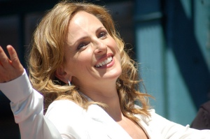 Marlee Matlin smiles and opens her arms wide.